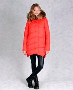 Яркая зимняя женская куртка - пуховик