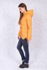 Куртка женская цвета охры
