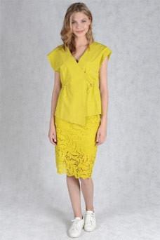 Легкая желтая кружевная юбка