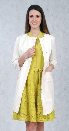 Капсула одежды: белое пальто и желтое платье с кружевом